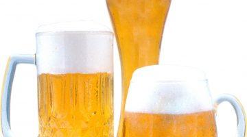 Кружки пива и бокал