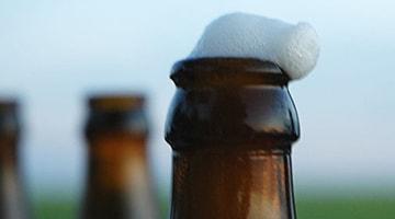 Открытое пиво в холодильнике