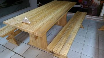 Деревянный стол и лавка в пивном баре KRIGEL Красноярск