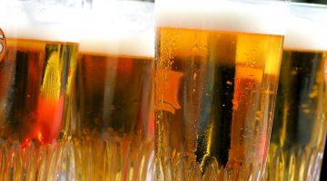 Много бокалов пива