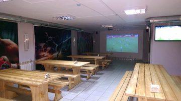 Трансляция матча в пивном баре