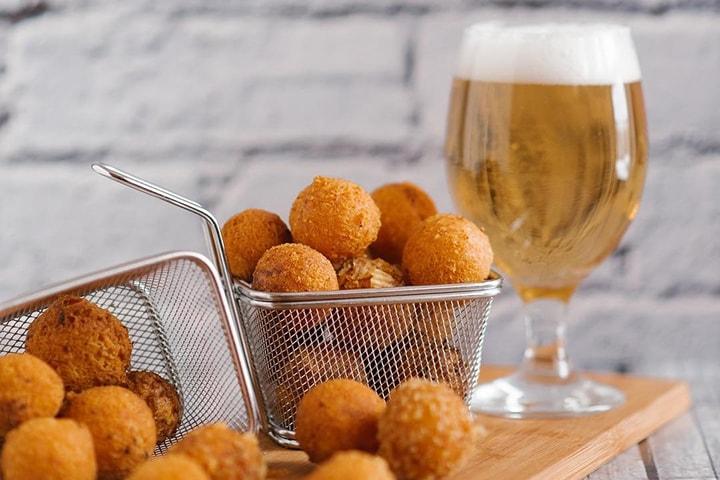 Сырные шарики с пивом
